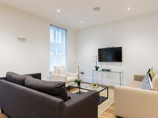 130. LOVELY 2BR BA FLAT IN THE CENTER OF COVENT GARDEN - CENTRAL LONDON!
