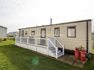 6 Berth Caravan in Hopton Haven Holiday Park,Great Yarmouth Ref:80047 Fairways