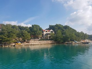 Beachfront villa with pool, Brac island