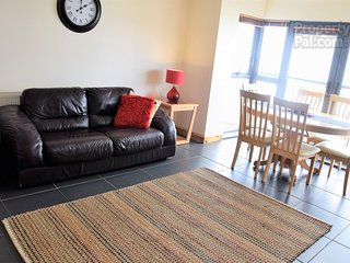 Exceptionally well presented 3 bedroom apartment close to all amenities