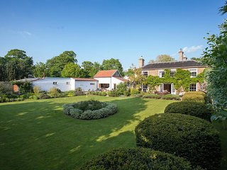 Vicarage House & Pool House - Holiday Cottages in Norfolk
