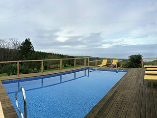Holiday cottage rental with shared pool and sea and mountain view