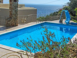 Large villa with pool in Levanzo