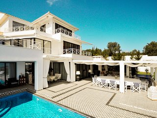 8 bedroom Villa with Pool and Air Con - 5584935