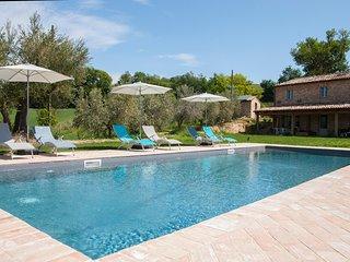 Appartamento indipendente con giardino privato in Casale con piscina