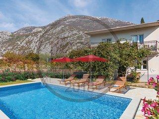 3 bedroom Villa in Zvečanje, Splitsko-Dalmatinska Županija, Croatia : ref 558340