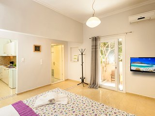 Eleni Apartment 4 -Only 50meters from Sandy Beach!