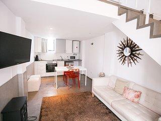 Stylo Brown Duplex Studio, Amoreiras, Lisbon