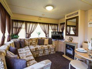 8 Berth caravan in Breydon Water Holiday Park near Great Yarmouth Ref 10079 Bure