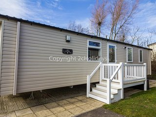 6 berth caravan at Hopton Haven Holiday Park, in Great Yarmouth. REF 80020T