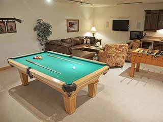 Game Room with HDTV & surround sound, wet bar with mini-fridge