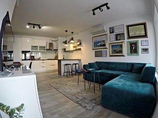 New Central Apartment_Modern Urban Spacious Cozy