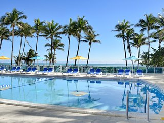 MIAMI PARADISE, MODERN 2BR/2BA,  PRIVATE BEACH, POOL, FREE TROLLEY, TENNIS COURT