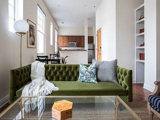 Bold 2BR in Arts/Warehouse District by Sonder