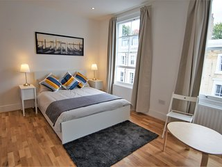 Top floor Spacious Refurbished Studio in Chelsea