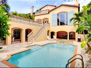 Paradise Captiva! Your own private beach resort. 5BR/5BA, 3min walk to beach!