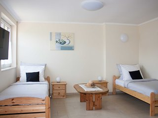 Schones Apartment Nr. 2 mit Terrasse fur bis 2 Gaste, Top Lage im Grunen