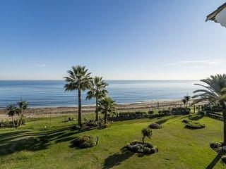 HB-Front line beach apartment in Hacienda beach