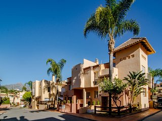 CDI-Large townhouse very close to Puerto Banus