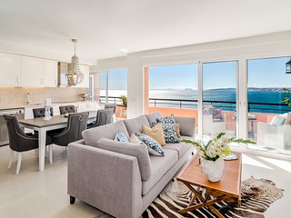 CP- Modern 3 bedroom apt front line beach