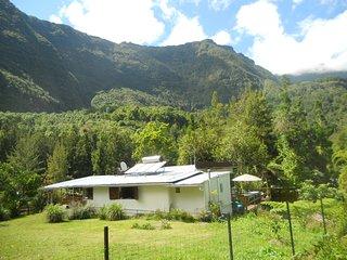 LA KAZ BELLEVUE rénovée varangue+terrasse CALME vue montagne/forêt Parc Naturel