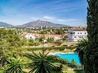 SAT- Nice 2 bedroom apt 5 min walk to Purto Banus