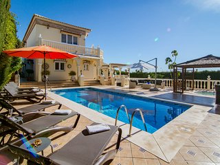 CS-Luxury 4 bedroom villa close to beach