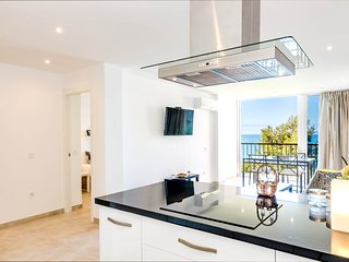 CP1 - Modern Beachfront 2-Bedroom Apartment