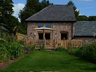 Barnfield Cottage- 5 star rural luxury