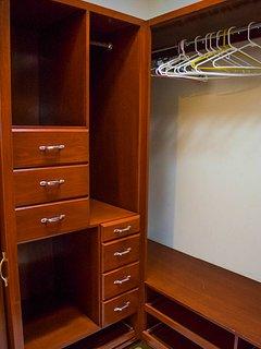 Mountain view queen suite. closet.