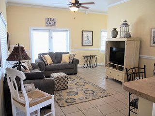 Town Center on St. George Island - Gulf-view, huge veranda, WiFi/HBO, 2 kings