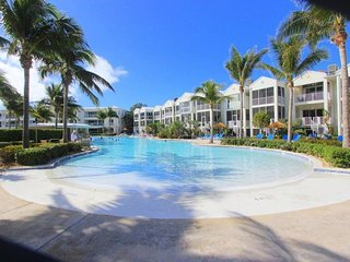 LICENSED MANAGER - MODERN 3/3.5 VILLA - AREA'S MOST LUXURIOUS OCEANFRONT RESORT!