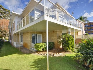 Beachside complex,  7 Shoal Bay Road