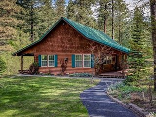 BJORK CREEK CABIN: Cozy Cottage, Hot Tub,WiFi, Cable and Close to Leavenworth