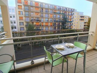 Vincennes 1BR - Tastefully Decorated, Balcony, Sauna, Close to Center of Paris!