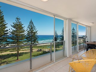 Rainbow Pacific Unit 20 - Beachfront unit Rainbow Bay Coolangatta, Southern Gold