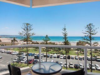 Kooringal Unit 15 - Across the Road from Twin Towns Services Club