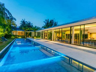 La Dacha Luxury 5br Villa In Canggu