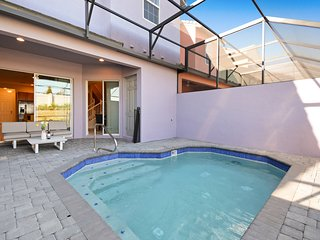 Five Bedroom w/ Pool Close to Disney Festival 302