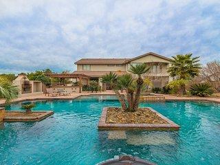 777RENTALS - South Strip Paradise - Incredible Pool, Spa, 4BR Casita, Pool