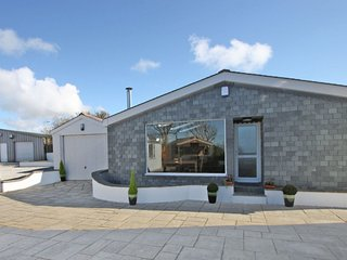 PENTIRE, contemporary, woodburning stove, walk to beaches in St Agnes, Ref