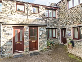 JUNIPER COTTAGE, Pets welcome, Wi-Fi, romantic, central location, in Ambleside,
