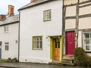 FERN HOUSE, Grade II listed, exposed beams and stone, WiFi, Ref 964143