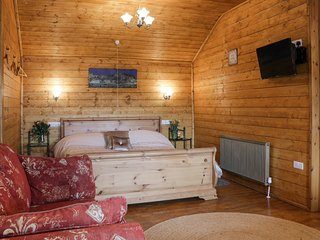 THE GATHERING - BLOSSOM CABIN, open plan, en-suite, super-king size bed, Ref