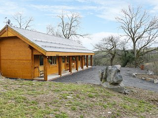 THE GATHERING - BLOSSOM CABIN, open plan, en-suite, super-king size bed, Ref 962
