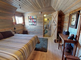 Stunning Cabin in The Western Town w/Private Bathroom