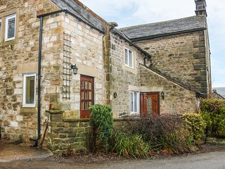 LEA COTTAGE, pet-friendly village cottage with WiFi, garden, open fire, Bamford