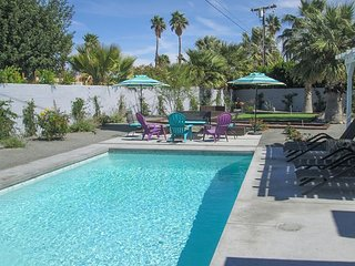 4BR/3BA Pool/Jacuzzi In NorthWest Palm Springs Firepit/ BBQ/Putting Green