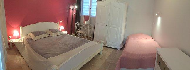 CHAMBRE PARENTALE (chambre 2) : avec 1 lit de 160 x 200 cm + 1 lit de 90 x 190 cm