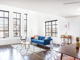 Bi-level 2BR Luxury Penthouse in C.B.D. by Sonder